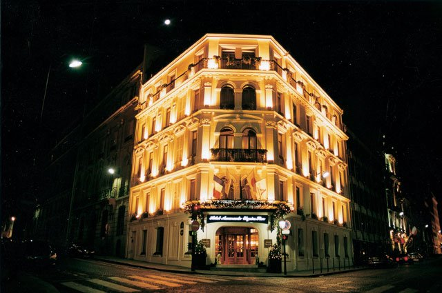 Exemple d'une façade d'hotel - Led-Flash